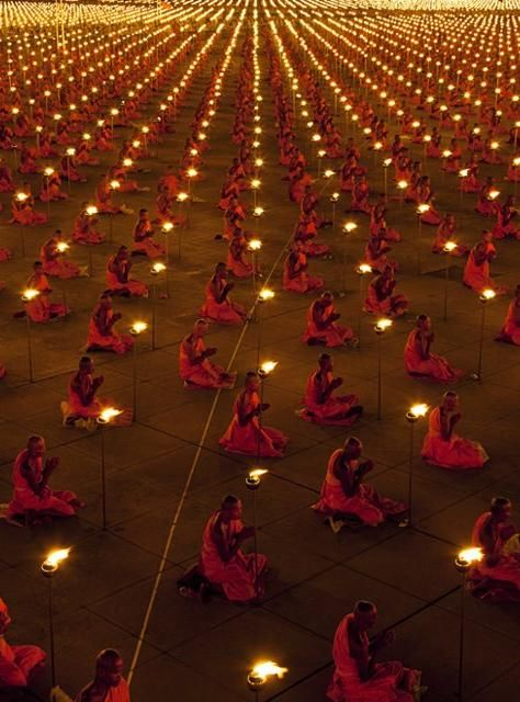 Dhammakaya Temple, Thailand: 100,000 Monks Praying for Peace, (Luke Duggleby)
