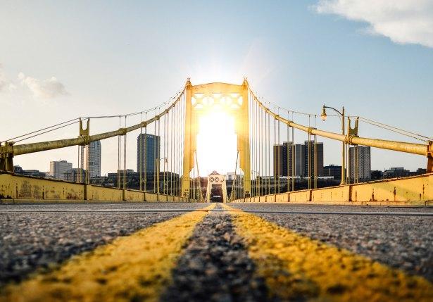 willie-fineberg-unsplash 10th st bridge Pittsburgh PA